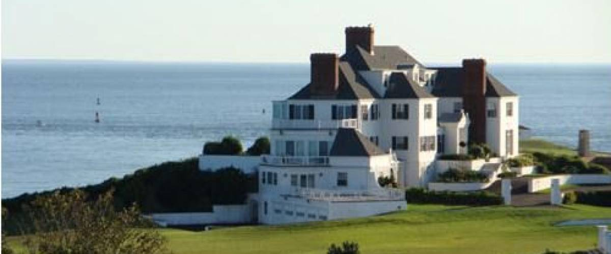 Taylor Swift owns this oceanfront mansion in Rhode Island.