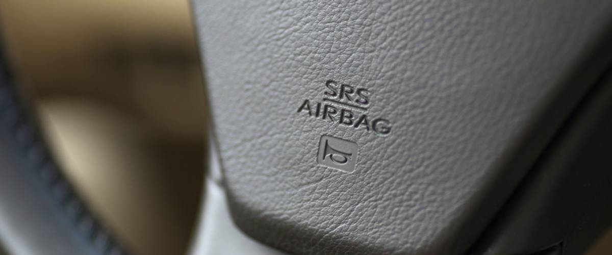 air bag logo on a steering wheel