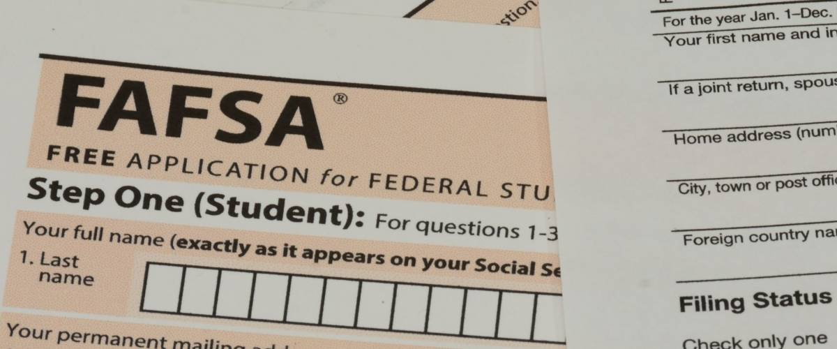 USA IRS Form 1040 and FAFSA Application