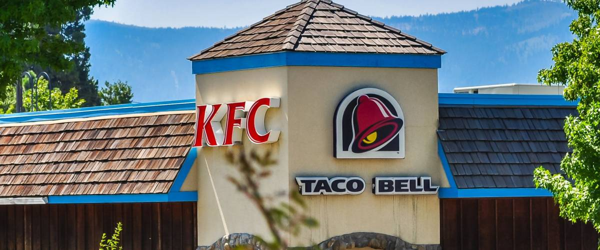 Shasta, CA - Aug. 13, 2013: Kentucky Fried Chicken and Taco Bell fast food restaurants in Shasta, California.