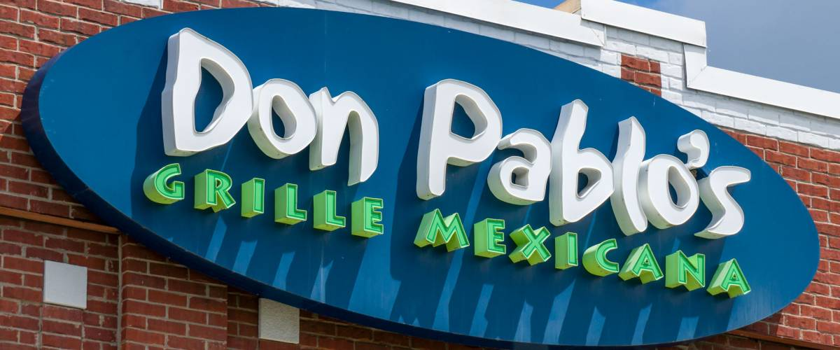 EDEN PRAIRIE, MN/USA - MAY 29, 2016: Don Pablo's restaurant exterior and sign. Don Pabloâ??s is a chain of Tex-Mex restaurants.