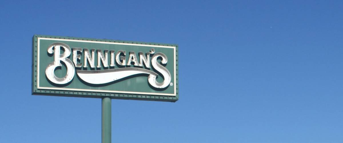 TYLER, TEXAS - DEC. 29: In July 2008, all company-owned Bennigan's restaurants were closed when the owner filed for Chapter 7 bankruptcy. Abandoned Bennigans in Tyler Texas December 29,2008