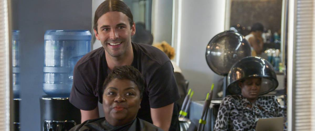 Jonathan Van Ness has Tammye Hicks in his chair in Queer Eye Season 2, Episode 1