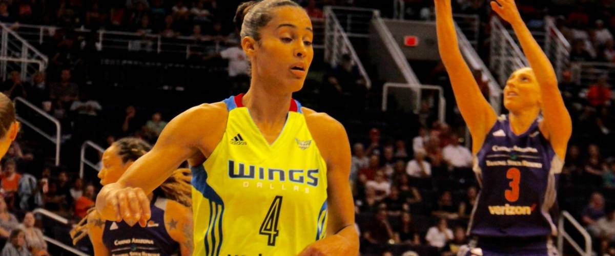 Skylar Diggins guard for the Dallas Wings at Talking Stick Resort Arena in Phoenix,Arizona USA May 27,2017.
