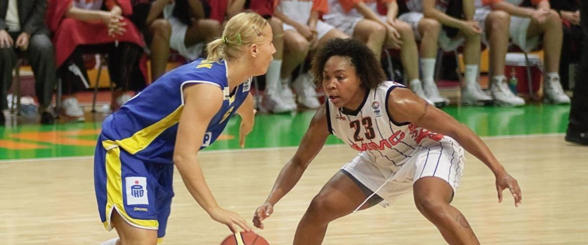 YEKATERINBURG, RUSSIA - NOV 27. Olympic and WNBA winner Cappie Pondexter (UMMC) during women Euroleague 2009 game.