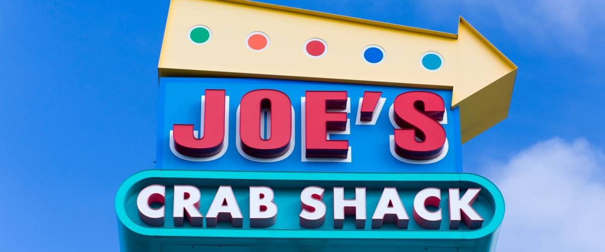 ST. PAUL, MN/USA - JANUARY 1, 2017: Joe's Crab Shack sign and exterior. Joe's Crab Shack is an American chain of beach-themed seafood casual dining restaurants.