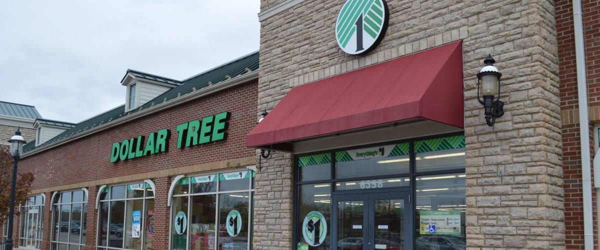 Columbus,OH/USA -NOVEMBER 16, 2018 : Dollar Tree retail storefront. Dollar Tree is headquartered in Chesapeak,Virginia and operates over four thousand retail stores.