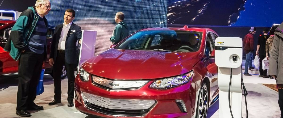 Toronto, Canada - 2018-02-19 : Visitors of 2018 Canadian International AutoShow beside the new 2018 Chevrolet Volt electric car