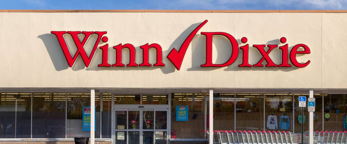 FORT LAUDERDALE, FLA/USA - APRIL 13, 2017: Winn-Dixie retail grocery store exterior. Winn-Dixie Stores, Inc. is an American supermarket chain.