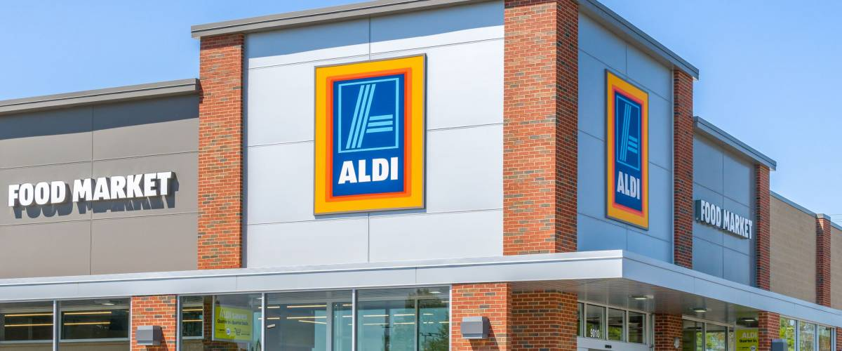 ST. PAUL, MN/USA - MAY 7, 2017: Aldi grocery store.  Aldi is is a global discount supermarket chain based in Germany.