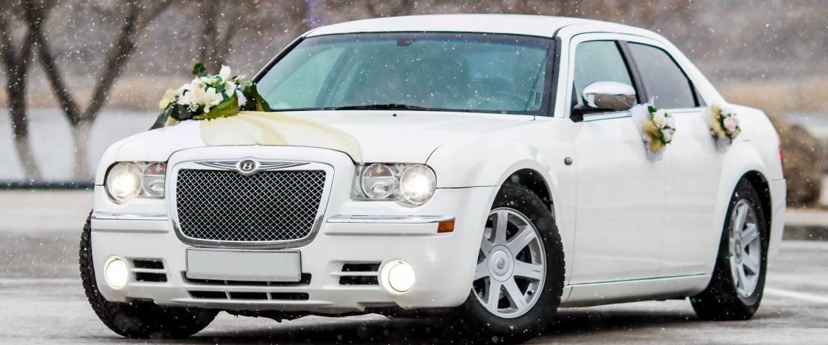 KOSTANAY Winter 2015: Wedding photo shoot cars The Chrysler 300c