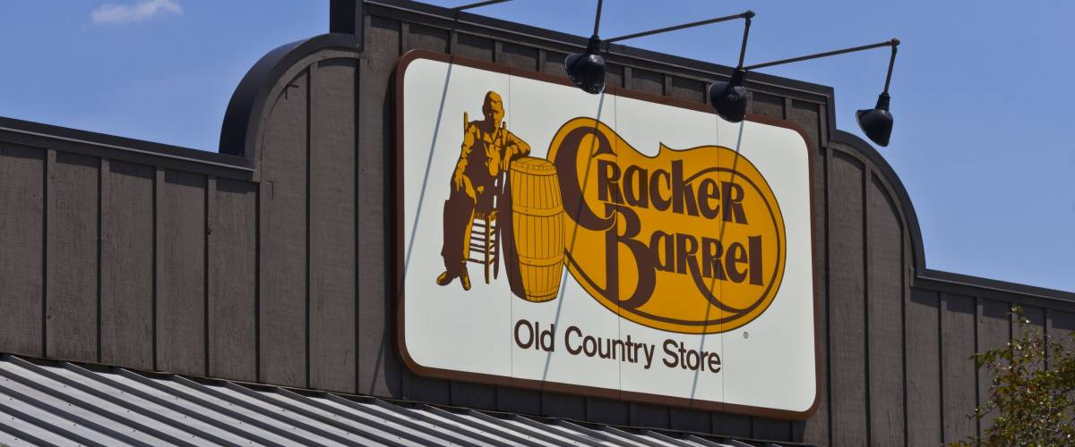 Indianapolis - Circa June 2016: Cracker Barrel Old Country Store Location. Cracker Barrel Serves Homestyle Food IV