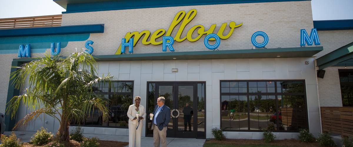 North Charleston Mayor Keith Summey cut the ribbon at Mellow Mushroom's newest restaurant in the City of North Charleston. Photo by Ryan Johnson