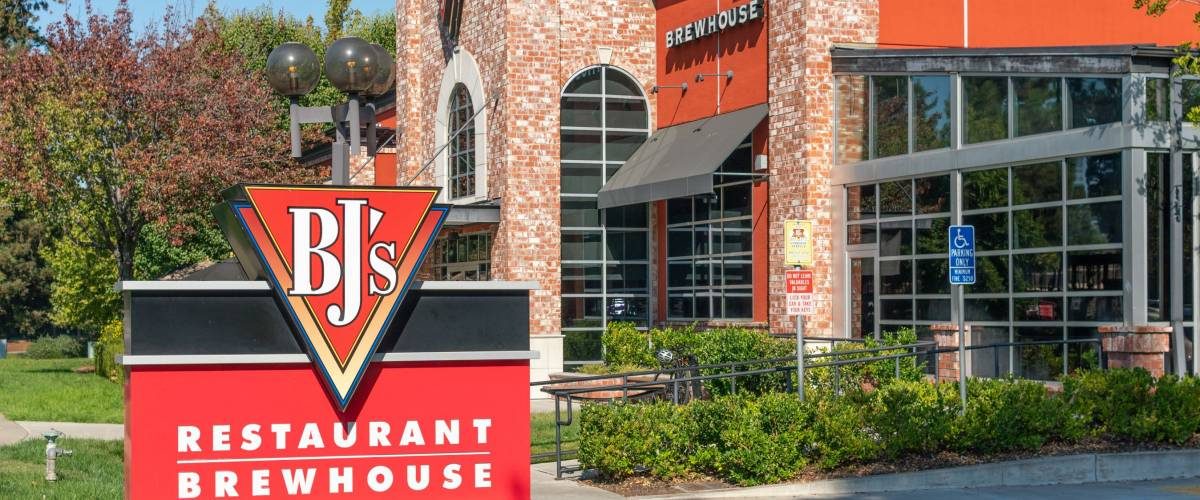 CUPERTINO, CA/USA - OCTOBER 20, 2018: BJ's Restaurant Brewhouse Sign.
