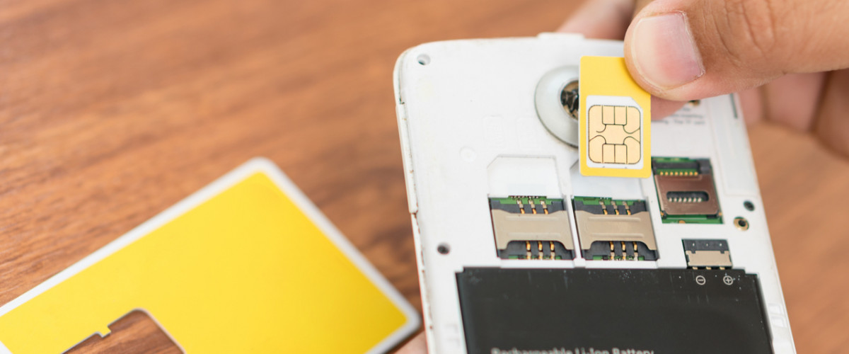 Inserting a new SIM card into smartphone