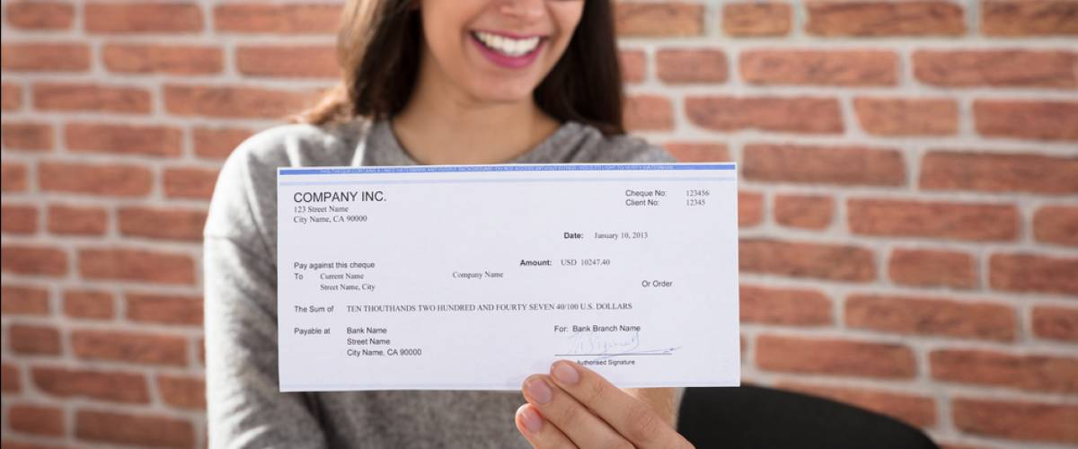 woman cheque