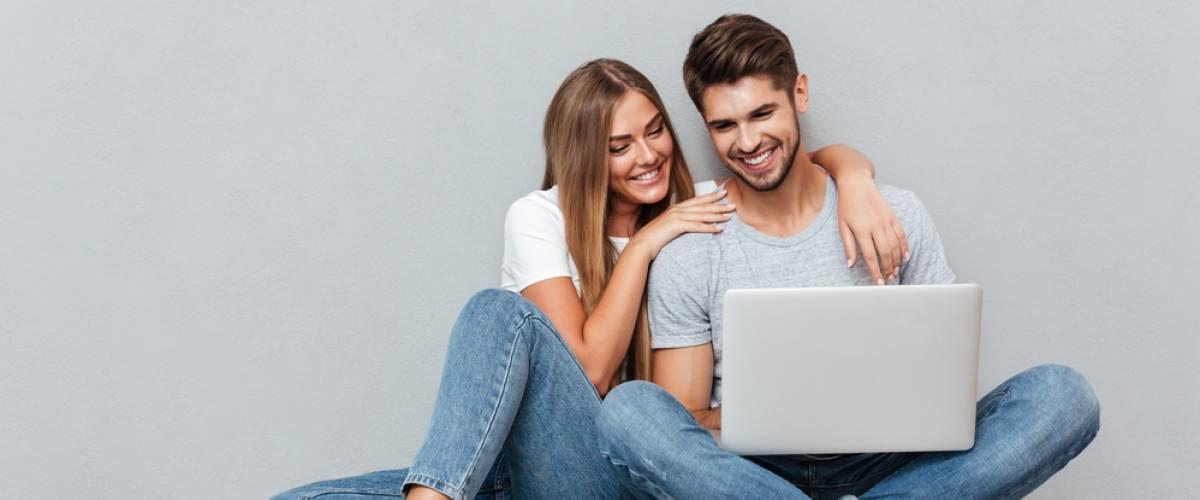 couple laptop smile