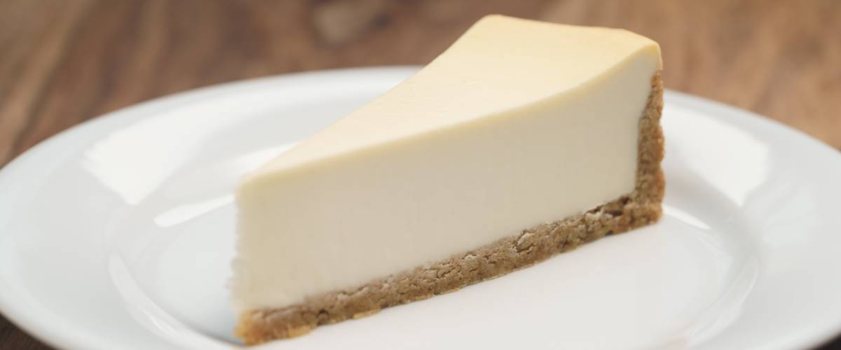 Plain cheesecake on a plate