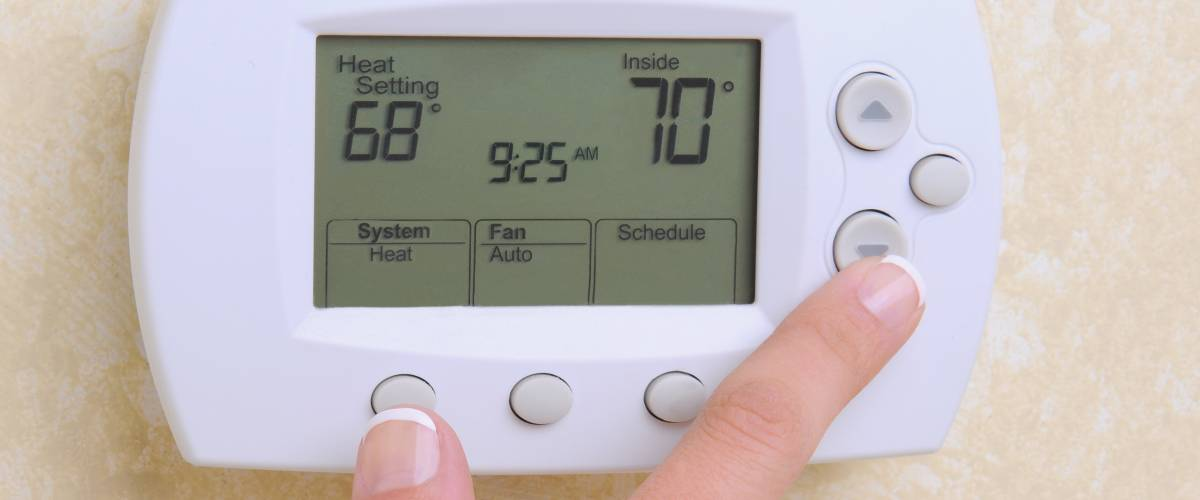 Hand setting a thermostat