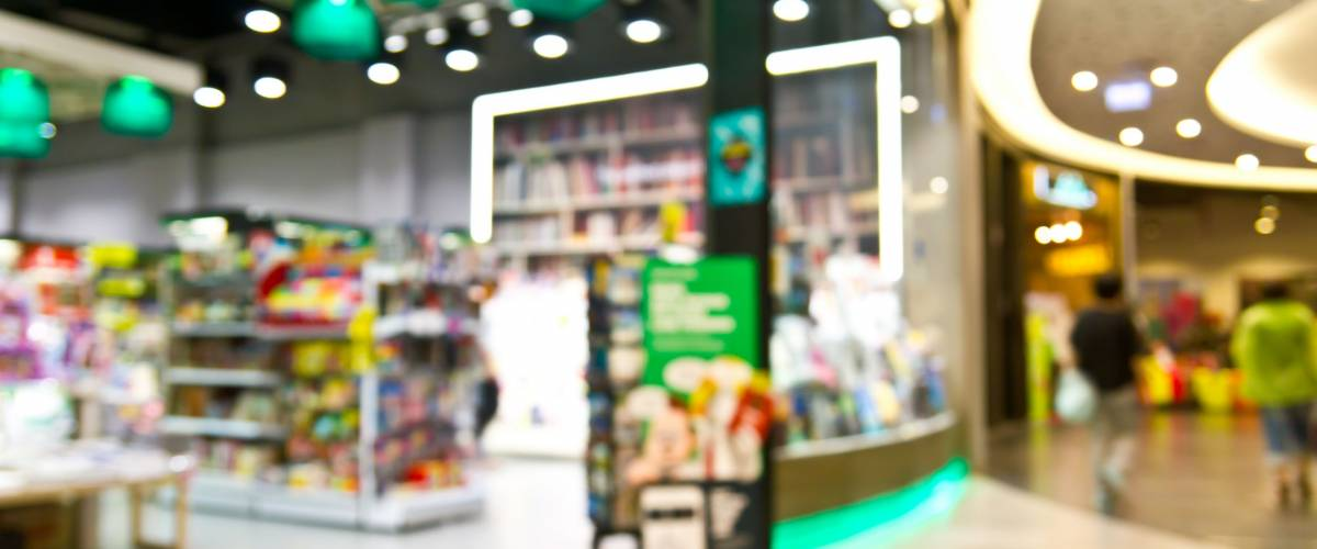Blurred shopping mall : Book store and gift shop
