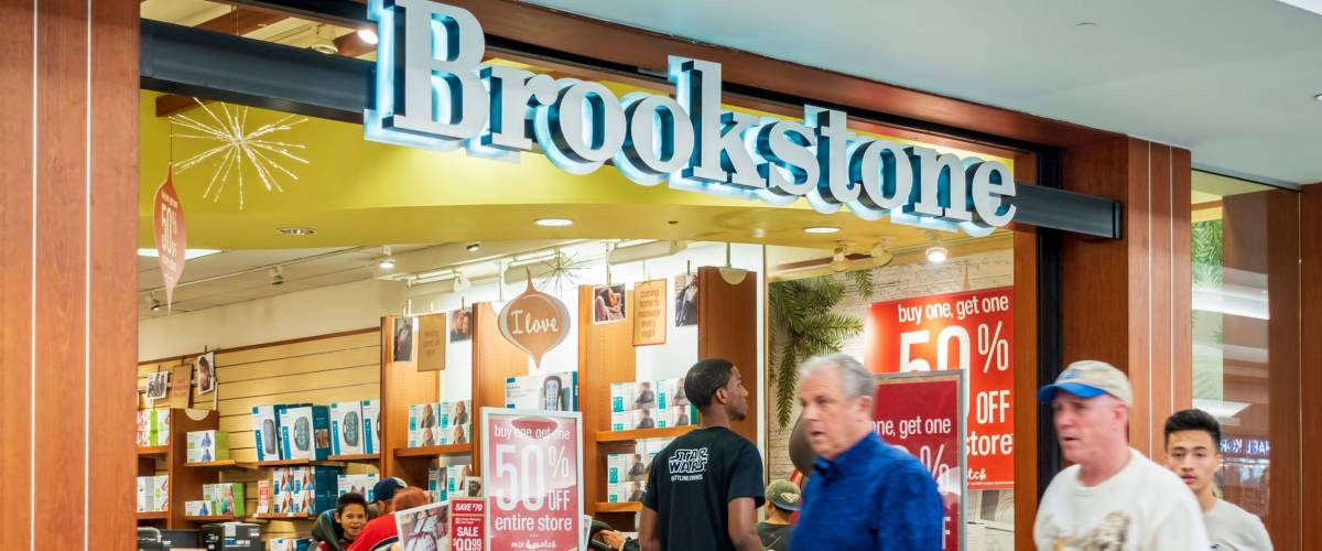 New Orleans, USA - Nov 25, 2017: In Lakeside Shopping Center, featuring Brookstone retail store. Black Friday sale with shoppers walking about.
