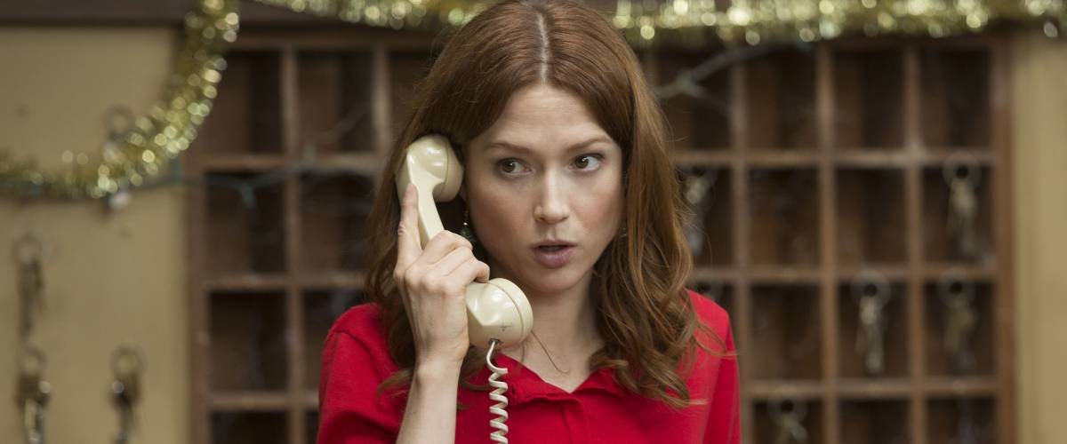 Ellie Kemper on the phone in a scene from the Netflix series