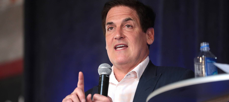 Mark Cuban talks on stage holding microphone